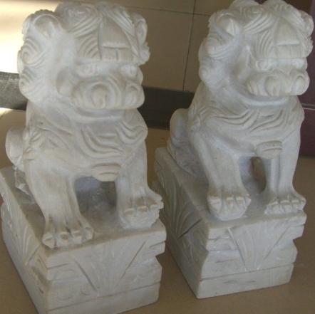 关于墓地石狮子风水