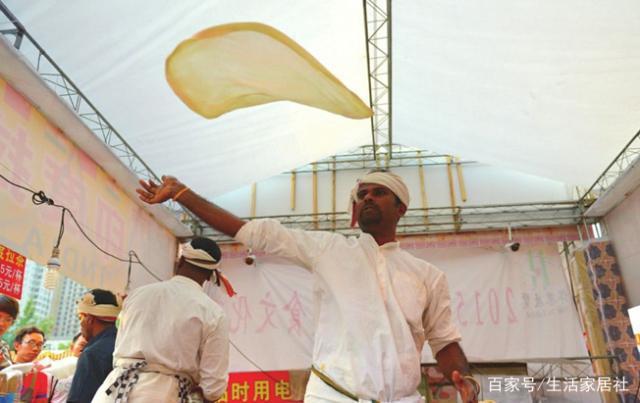 印度大厨中国卖飞饼,美味看相好为何吃的人少?吃货:不敢尝试